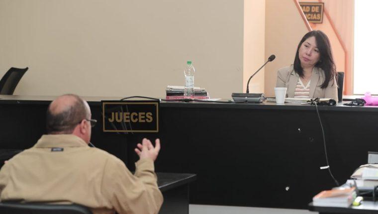 En el Juzgado de Mayor Riesgo D, la jueza Ericka Aifán escucha a Efraín Quevedo en primera declaración en el Caso Construcción y Corrupción.(Foto Prensa Libre: Juan Diego González)