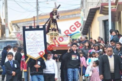 Procesión infantil recorre calles de Quetzaltenango. (Foto Prensa Libre: Alejandra Martínez)