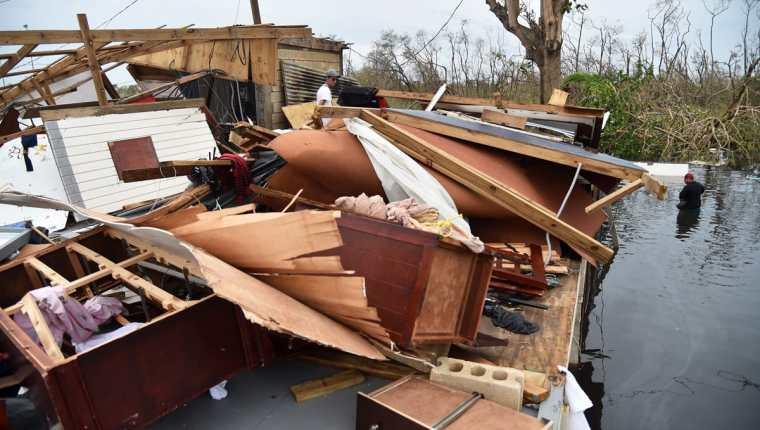 Destrucción y devastación dejó el Huracán María a su paso por Puerto Rico. Autoridades trabajan en su reconstrucción pero estiman que no volverá a ser la misma. (Foto Prensa Libre: AFP)