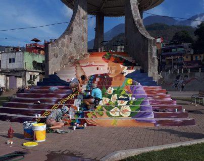 Los artistas plasmaron sus habilidades en varios murales en graderíos de áreas públicas de Santiago Atitlán, Sololá. (Foto Prensa Libre: Cortesía Inguat)