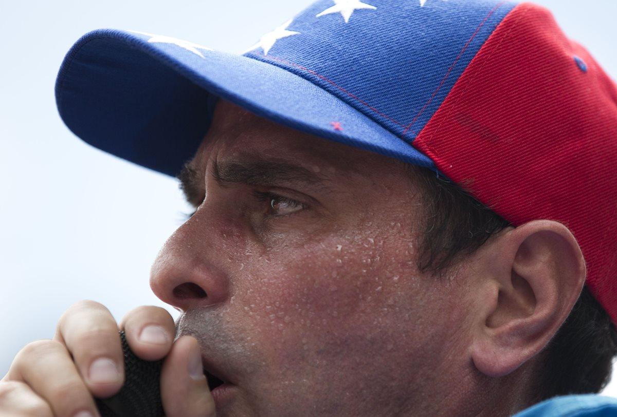 Líder opositor venezolano llama a militares a decidirse por Maduro o la Constitución