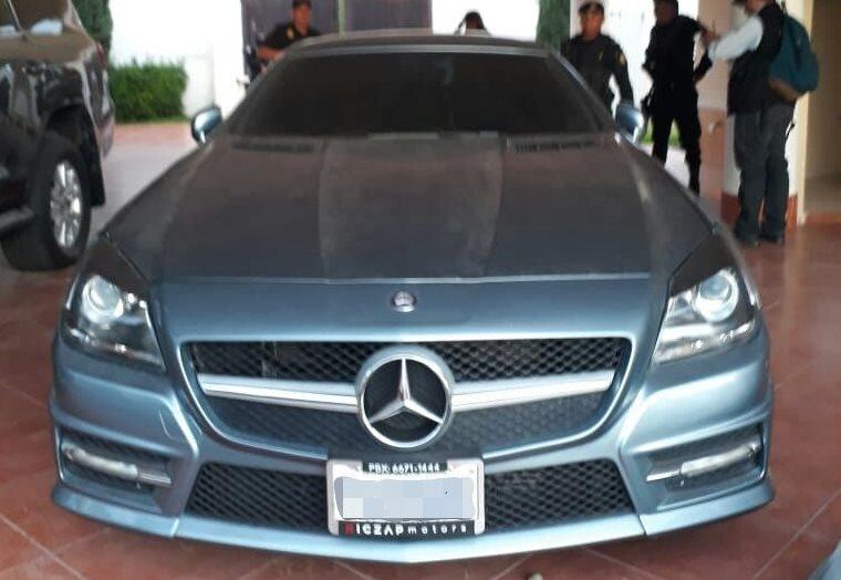 Un vehículo Mercedes Benz de lujo localizado por las autoridades. (Foto Prensa Libre: MP)