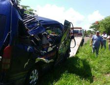 Unidad de transporte quedó con severos daños en Santa Catarina Mita, Jutiapa. (Foto Prensa Libre: Óscar González).