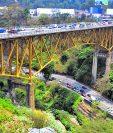 El puente Belice es el principal paso de vehículos hacia el norte del país. (Foto Prensa Libre: Hemeroteca PL).