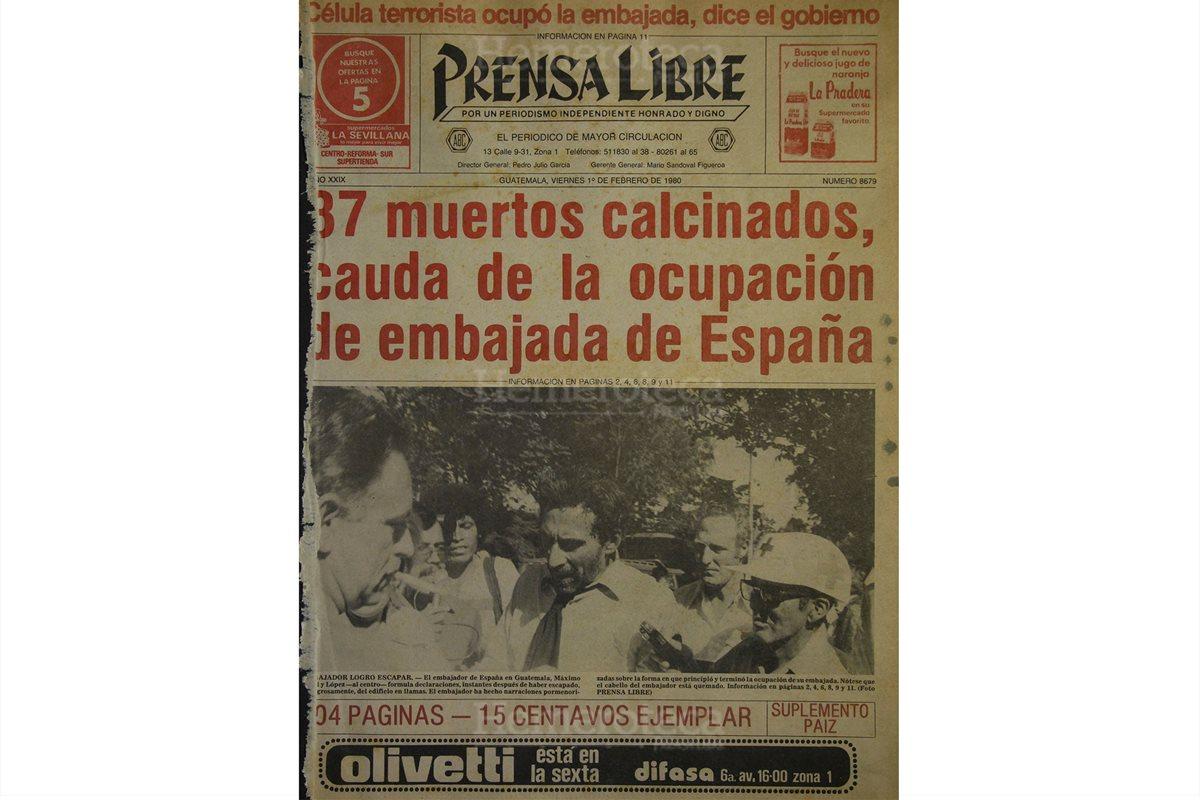 Portada del 01/02/1980 el embajador de España en Guatemala, Máximo Cajal y López, sale de la sede diplomática luego del incendio. (Foto: Hemeroteca PL)