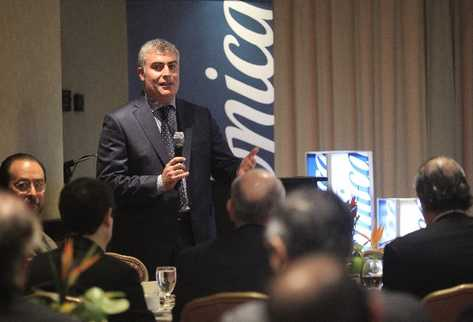 DAniel Jiménez, director de Negocios para Latinoamérica de Telefónica, explica a empresarios la nueva visión de la compañía.