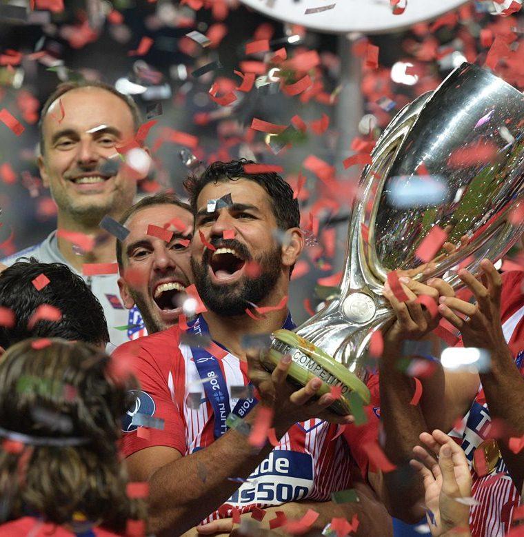 El Atlético de Madrid levantó la Supercopa de Europa. (Foto Prensa Libre: AFP)