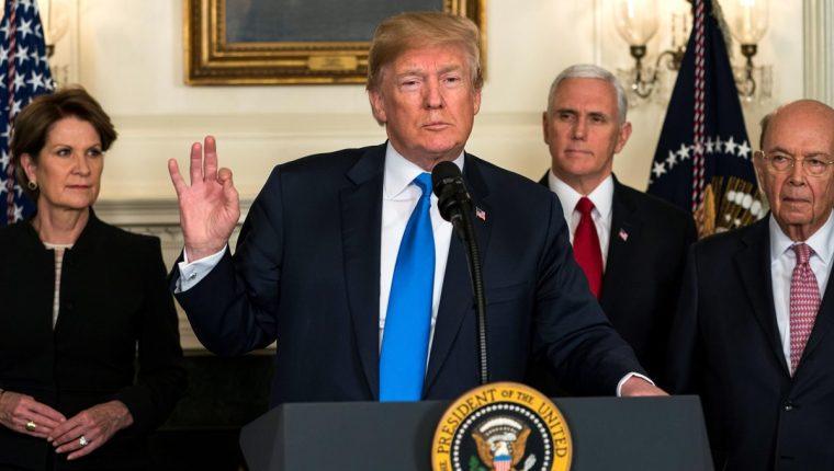 Trump anunció que impondrá aranceles a China por valor de hasta US$60 mil millones anuales por supuestas afrentas a la propiedad intelectual estadounidense. (Foto Prensa Libre: EFE)