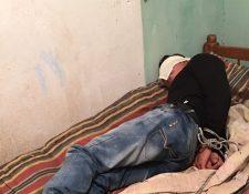 La víctima permanecía maniatada en una habitación. (Foto Prensa Libre: PNC)