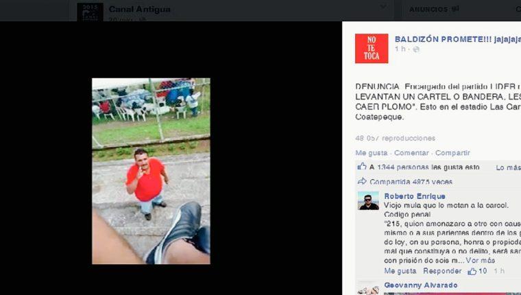 Un hombre vestido de rojo amenaza a opositores de Manuel Baldizón, en Coatepeque, Quetzaltenango. (Foto Prensa Libre:)
