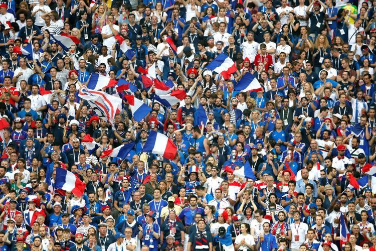 La afición francesa celebra en el estadio Luzhnikí de Moscú, Rusia.