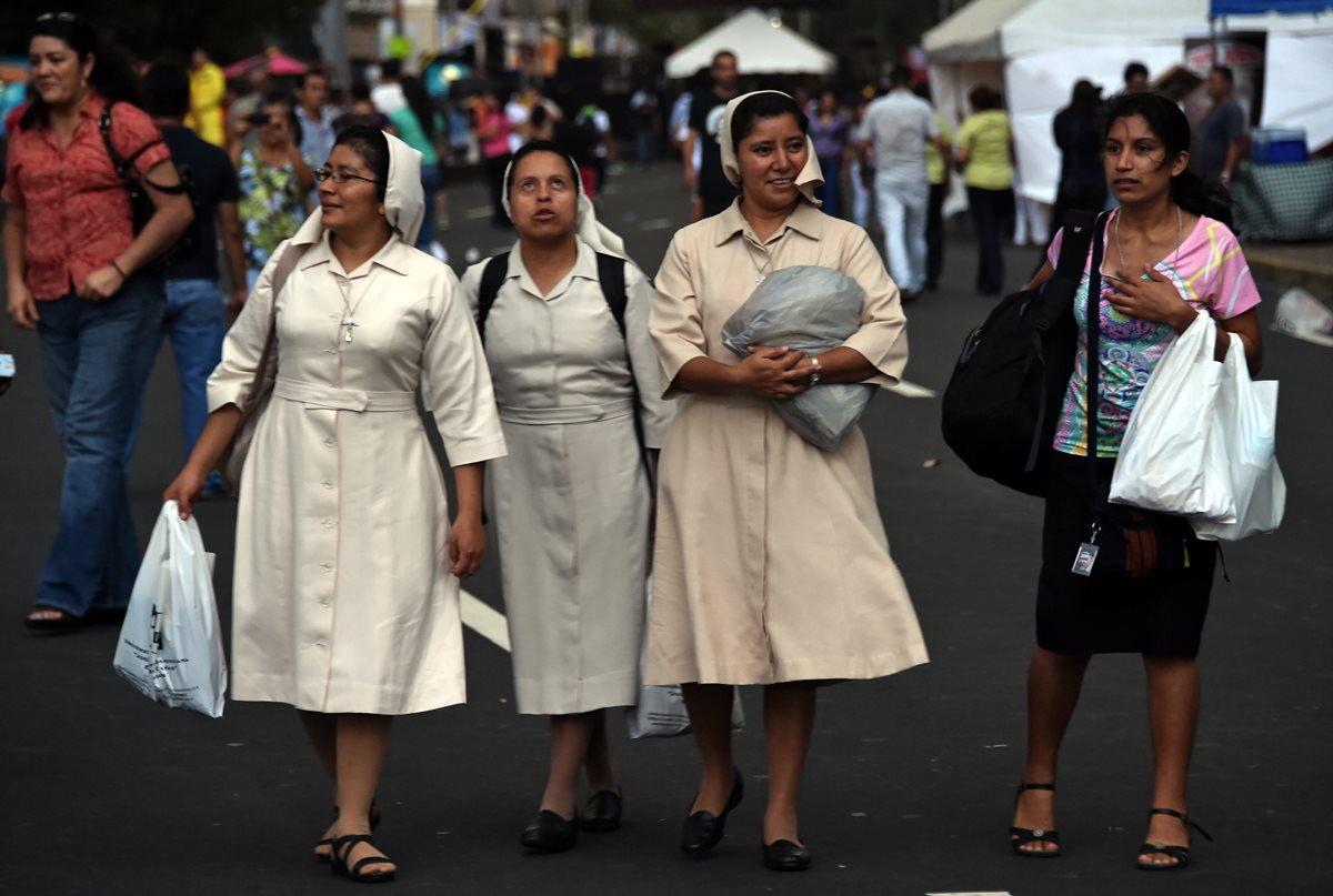 Las religiosas también denunciaron que cuando alguna se enferma es enviada de vuelta su congregación como un objeto reemplazable. (Foto Prensa Libre: AFP)