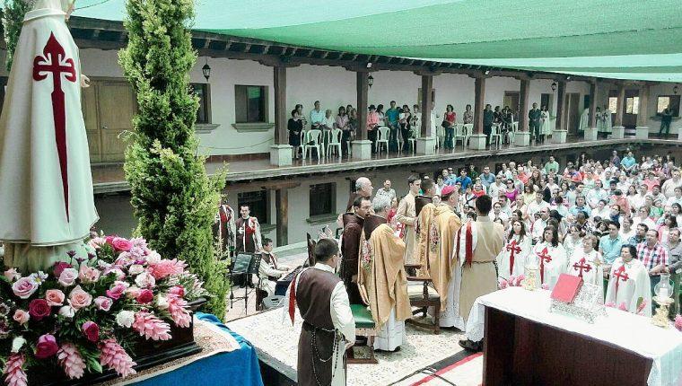La congregación Heraldos del Evangelio conmemoran apariciones de la Virgen de Fátima.