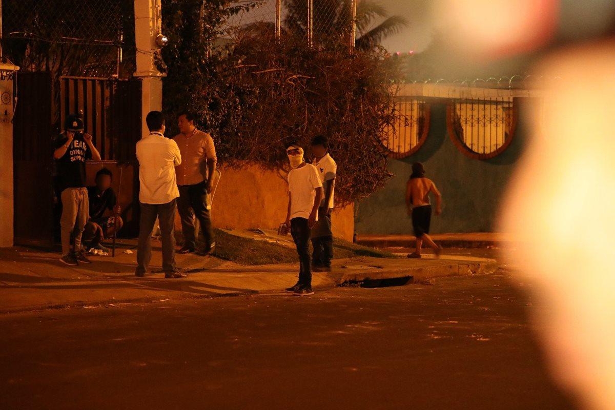 Jovénes causan nuevos disturbios en anexo Hogar Virgen de la Asunción en la zona 15. (Foto Prensa Libre: Antonio Jiménez)