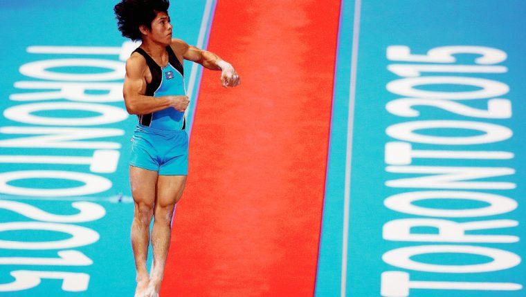 Jorge Vega conquistó la medalla de oro en la prueba de piso, el cual se convirtió en el mejor logró para la gimnasia guatemalteca. (Foto Prensa Libre: AFP)