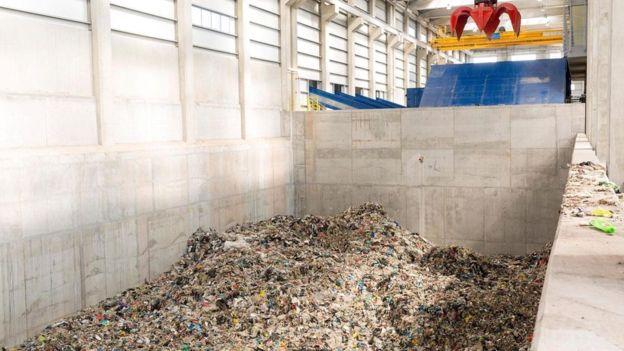 La ONU estima que el mundo genera más de 45 millones de toneladas de desechos electrónicos al año.(ALAMY)