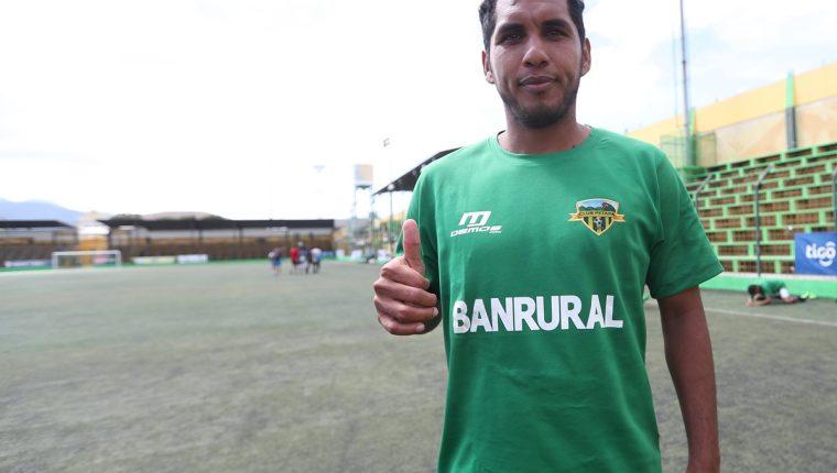 El delantero petenero Juan José Valenzuela ha sido el hombre gol en los amistosos que ha jugado Petapa, antes de medirse a Municipal en la fecha uno del Clausura 2018 (Foto Prensa Libre: Edwin Fajardo)