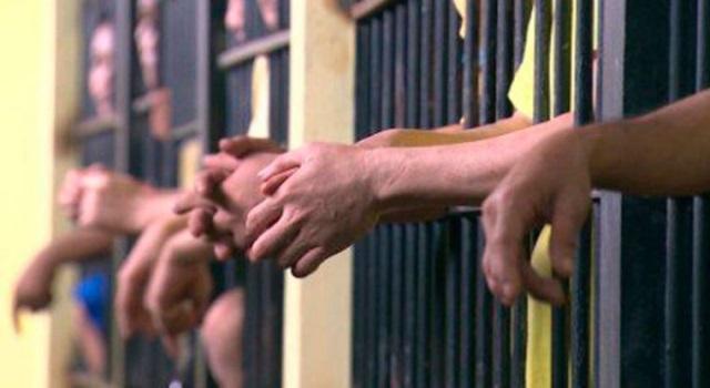 Huyen más de 150 reos de cárcel de Filipinas. (Foto Prensa Libre: AP)
