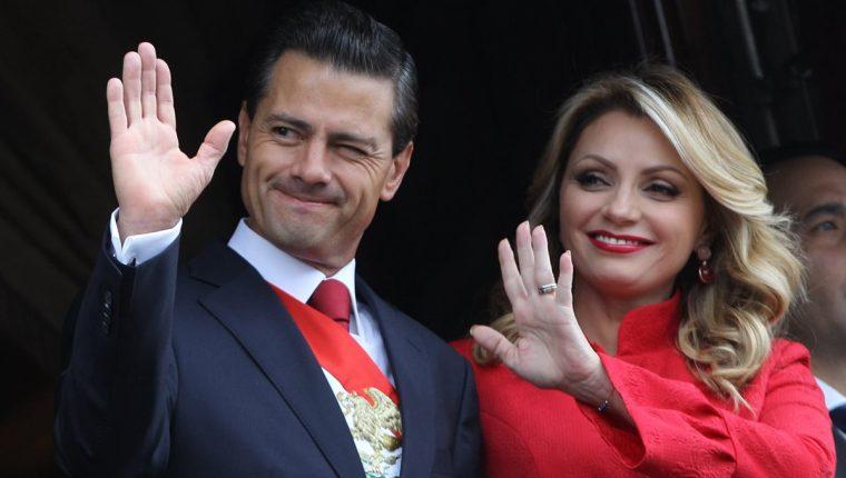 Enrique Peña Nieto y Angélica Rivera, en un acto público en 2015 (Foto Prensa Libre: EFE).