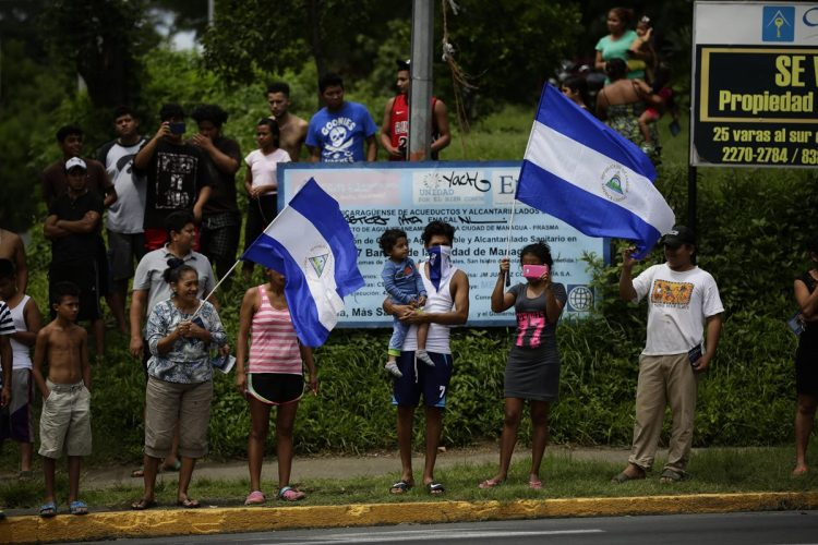 Caravana de vehículos en Managua, Nicargua exige el desarme de los grupos afines a Daniel Ortega.