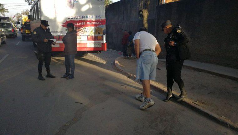 En el lugar del ataque quedaron varios cascabillos como parte de la escena del crimen. (Foto Prensa Libre: Érick Ávila)