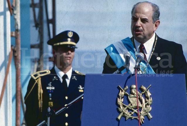 Jorge Serrano Elías pronuncia su discurso de toma de posesión, el 14 de enero de 1991. (Foto: Hemeroteca PL)