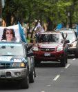 La caravana de apoyo a Zury Ríos recorrió las calles de la ciudad. (Foto Prensa Libre: Esbin García)