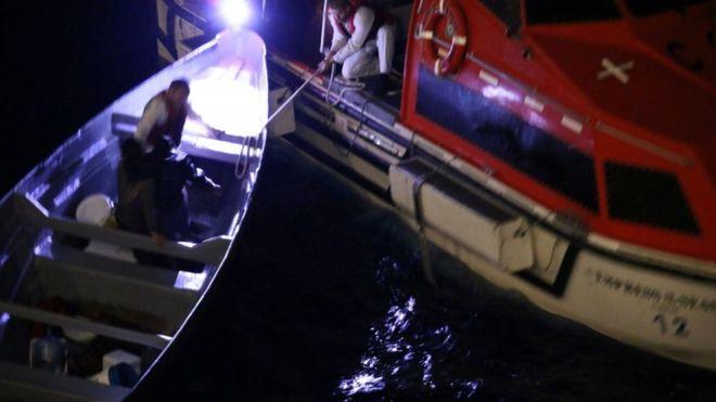 Los hombres fueron rescatados el viernes después de pasar 20 días en ultramar. REUTERS
