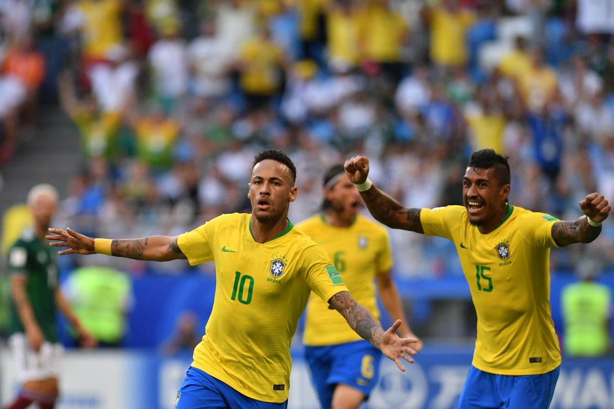Neymar fue el primero en romper el cerco defensivo de los mexicanos con un golazo en el minuto 51. (Foto Prensa Libre: AFP)