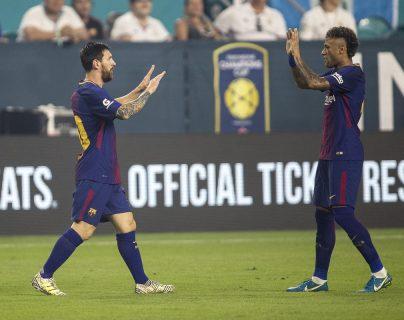 MIA109. MIAMI (ESTADOS UNIDOS), 29/07/2017.- Los jugadores del F.C. Barcelona Messi (i) y Neymar (d) podrían estar juntos nuevamente. (Foto Prensa Libre: EFE)