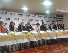 Representantes de organizaciones civiles muestran su respaldo al trabajo de MP y Cicig por los casos que han dado a conocer sobre actos de corrupción y tráfico de influencias entre otros delitos. (Foto Prensa Libre: MP)