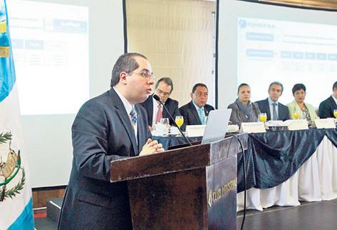 Empresarios y funcionarios participan en el lanzamiento de la propuesta e instan a que más personas  se unan en forma voluntaria para formular políticas contra los criminales.