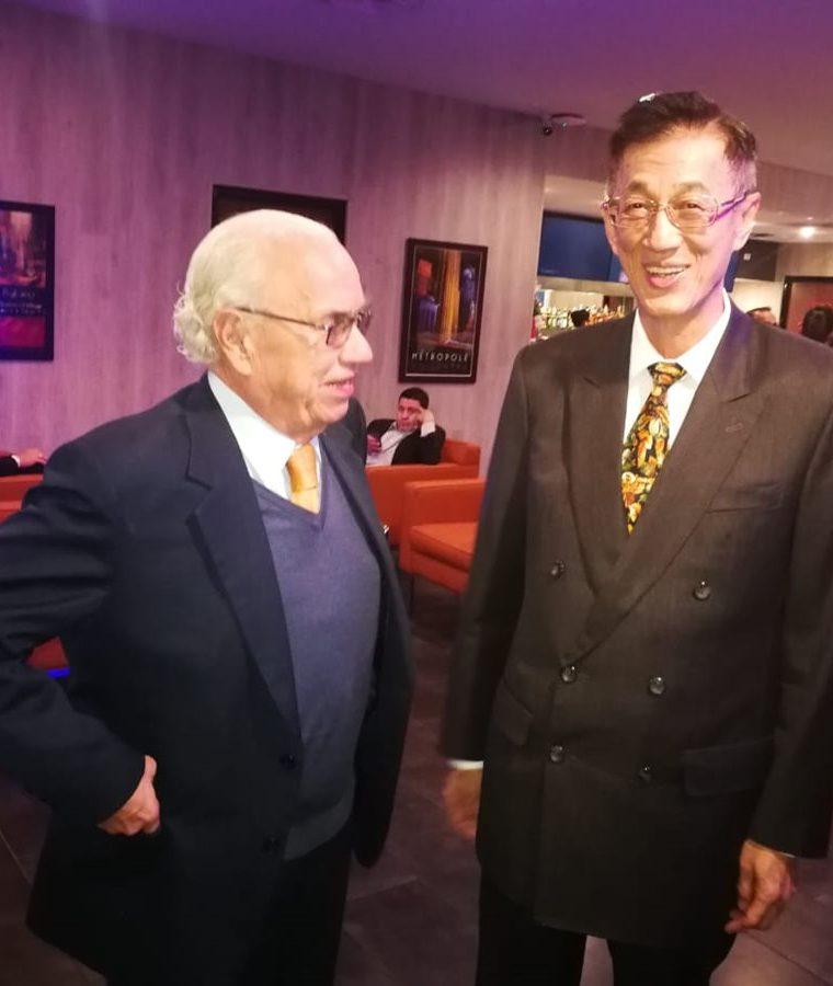 Mario Antonio Sandoval, presidente de Guatevisión, y John C. C. Lai, embajador de la República de China (Taiwán), conversan durante el evento en el que se presentó la telenovela. (Foto Prensa Libre: Pablo Juárez Andrino)