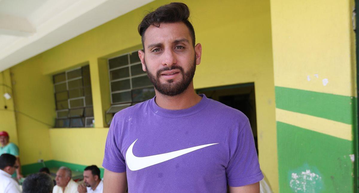 Omar Domínguez se entrenó este martes con Guastatoya pero no viajó con el equipo Pecho Amarillo papara el partido de ida de la final contra Xelajú MC por estar suspendido. (Foto Prensa Libre: Jorge Ovalle)