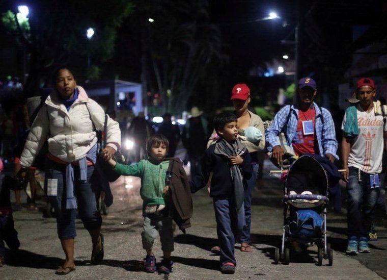 Los migrantes que conforman la caravana son miles que escapan de la inseguridad y la pobreza de países centroamericanos. REUTERS