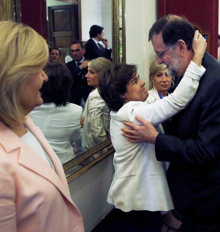 Varios sectores aplaudieron los avances para combatir la crisis durante el gobierno de Rajoy. (Foto Prensa Libre: EFE)