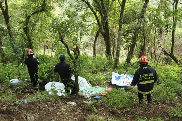 Lugar donde fueron encontrados los cadáveres de cinco hombres, en la aldea San Mateo Milpas Altas, el 21 de noviembre. (Foto Prensa Libre: Miguel López)