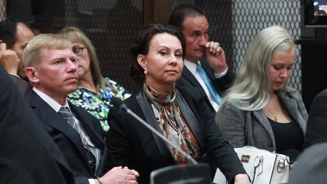 Igor Britkov, su esposa Irina y su hija Anastasia fueron condenados por falsificación de documentos en Guatemala. (Cortesía Prensa Libre).