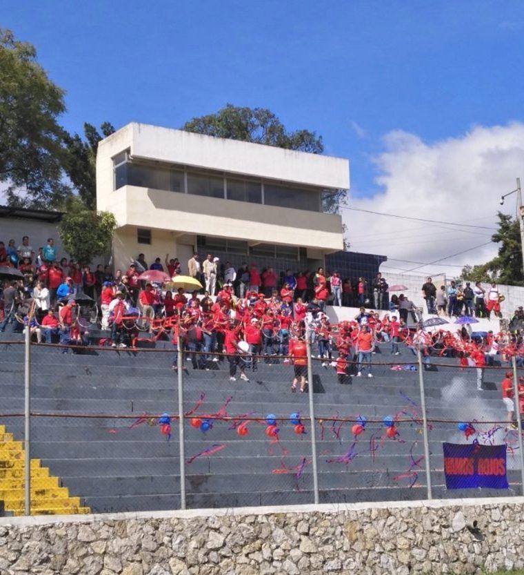 Los aficionados rojos apoyaron a la categoría sub 15 que ganó el título. (Foto tomada de la Liga Nacional)