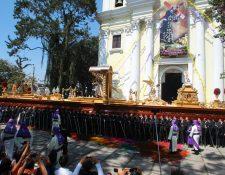 Jesús del Consuelo, a la salida del templo de la Recolección.(Foto Álvaro Interiano)
