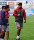 El técnico Ronald Gómez prepará su estrategia para el duelo frente a Guastatoya. (Foto Prensa Libre: Francisco Sánchez)