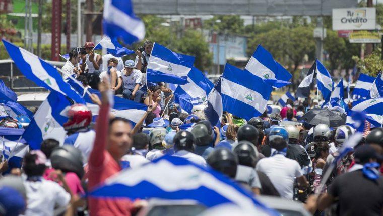 Caravana de vehículos en Managua exige justicia y salida de Daniel Ortega. (Foto Prensa Libre:EFE)