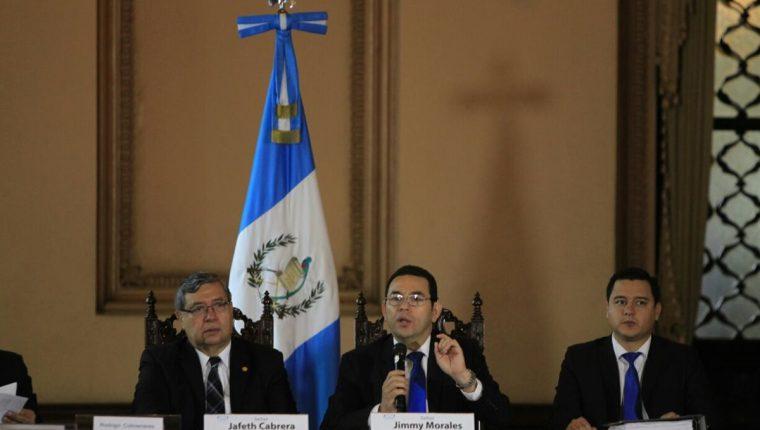 El presidente Jimmy Morales informa sobre las reformas a la Ley Electoral y de Partidos Políticos, en la nueva iniciativa de ley presentada el Congreso. (Foto Prensa Libre: Paulo Raquec)