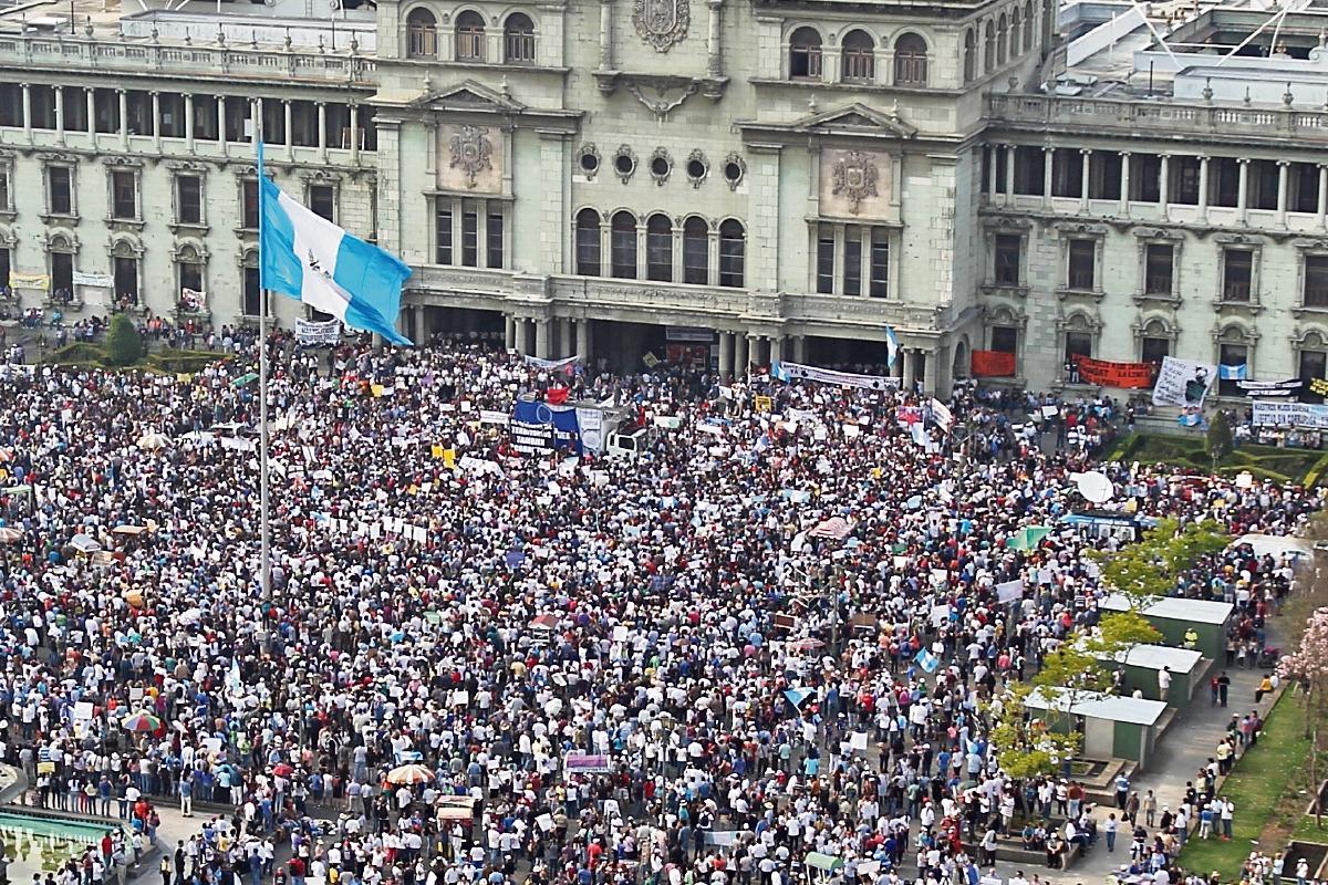 Durante 14 sábados consecutivos, ciudadanos en la capital, provincia y en el extranjero han hecho manifestaciones pacíficas para rechazar los actos de corrupción, pedir la renuncia de funcionarios y exigir reformas a la Ley Electoral.