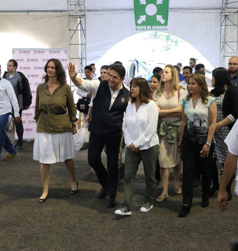 Karen Pence, esposa del vicepresidente de Estados Unidos, Mike Pence, fue acompañada por la primera dama de Guatemala, Patricia de Morales, y el alcalde capitalino, Ricardo Quiñónez. (Foto Prensa Libre: Carlos Paredes)