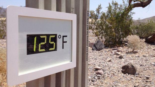 En el Valle de la Muerte el termómetro alcanza temperaturas superiores a los 40ºC habitualmente. (BBC News Mundo)