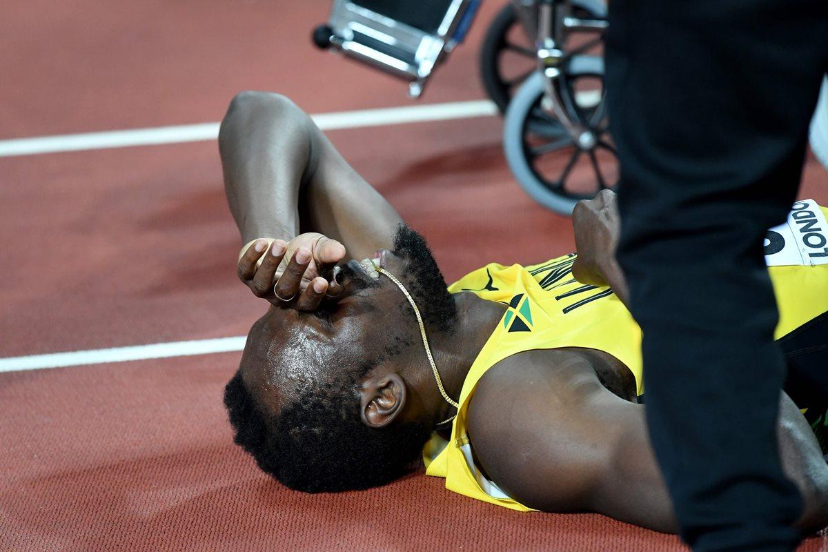 Usain Bolt rompe en plena recta en su última carrera