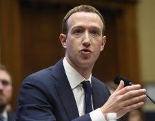 El director y fundador de Facebook, Mark Zuckerberg, testifica durante una audiencia del Comité de la Cámara de los Estados Unidos.(Foto Prensa Libre:AFP).