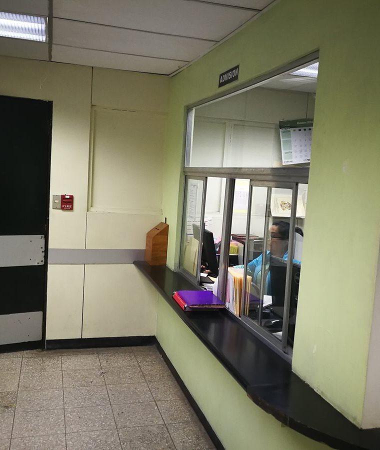Área de admisión donde son ingresados los datos de los pacientes que son ingresados al IGSS 7-19. (Foto Prensa Libre: Oscar García).