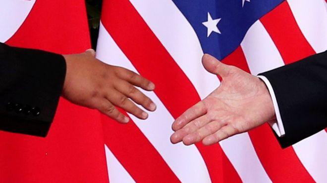 ¿Qué nos dicen los gestos de Trump y Kim sobre lo que pasó en la histórica cumbre de Singapur? REUTERS
